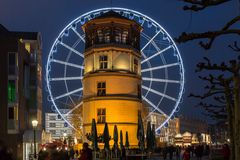 Riesenrad in der Düsseldorfer Altstadt