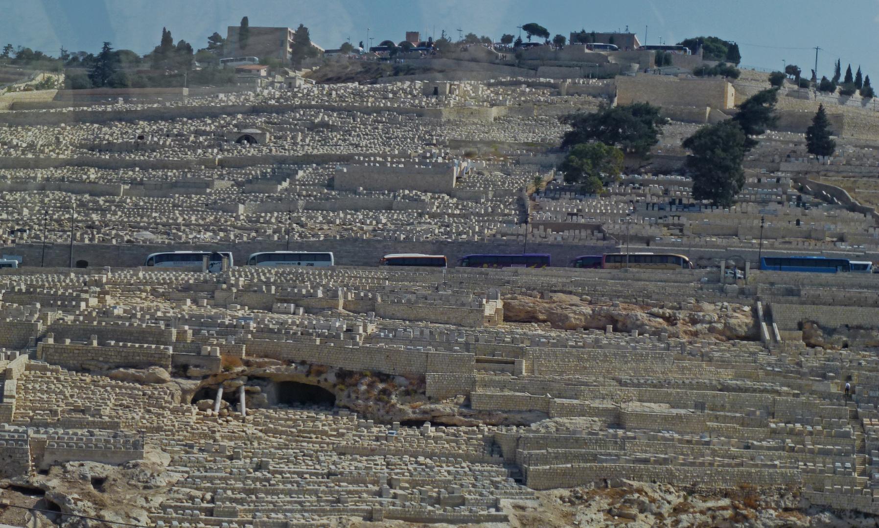 riesige Gräberfelder vor den Toren Jerusalems
