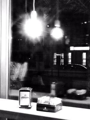 Riflessi alla finestra.