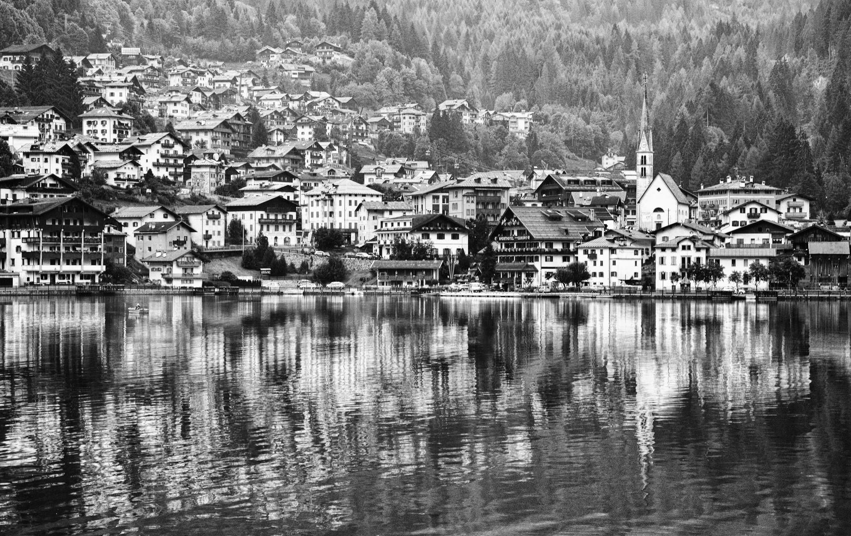 Riflessi in bianco e nero foto immagini paesaggi laghi for Disegni bianco e nero paesaggi