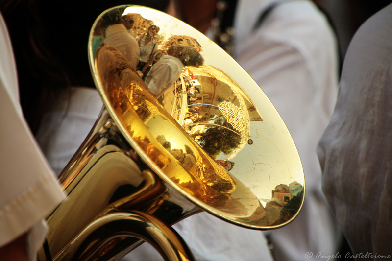 Riflessi in un trombone d'oro