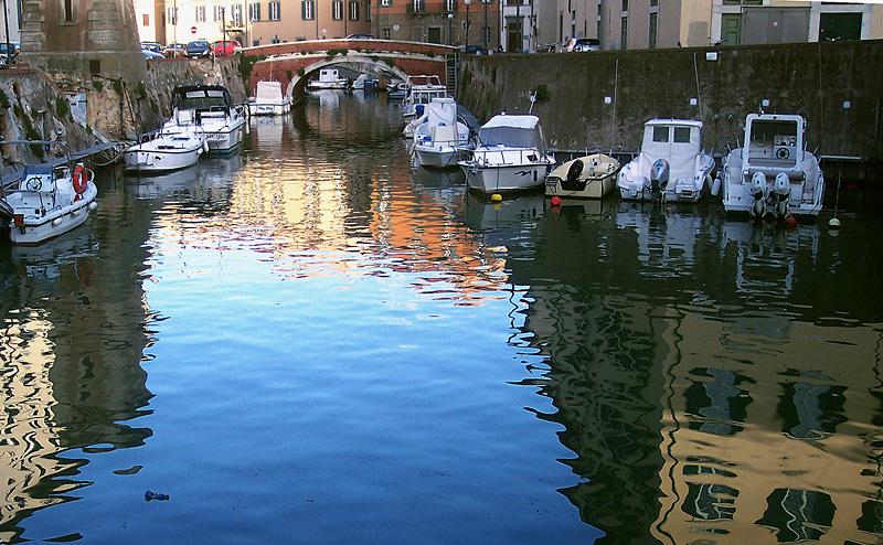 .....riflessi nel canale.....