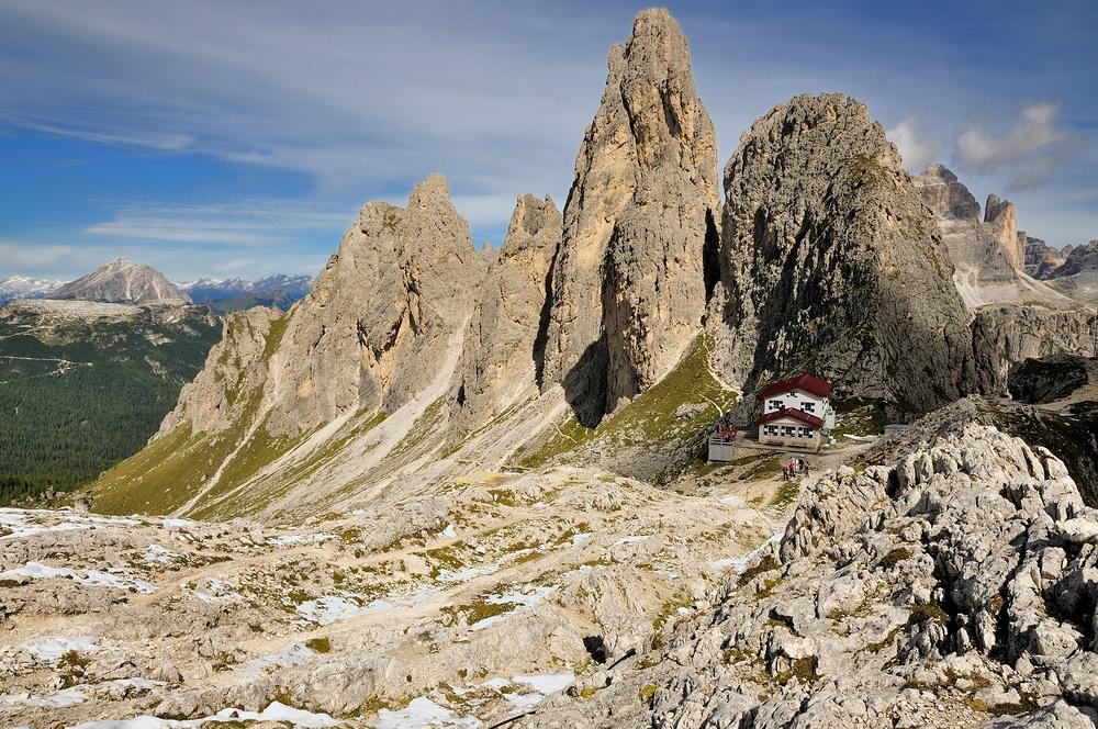 Rifugio Fonda Savio 2367 m, alles beherrschend sind die Zacken der Torre Wundt...