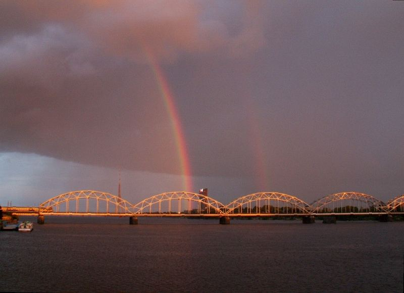 Riga - Brücke mit Regenbogen