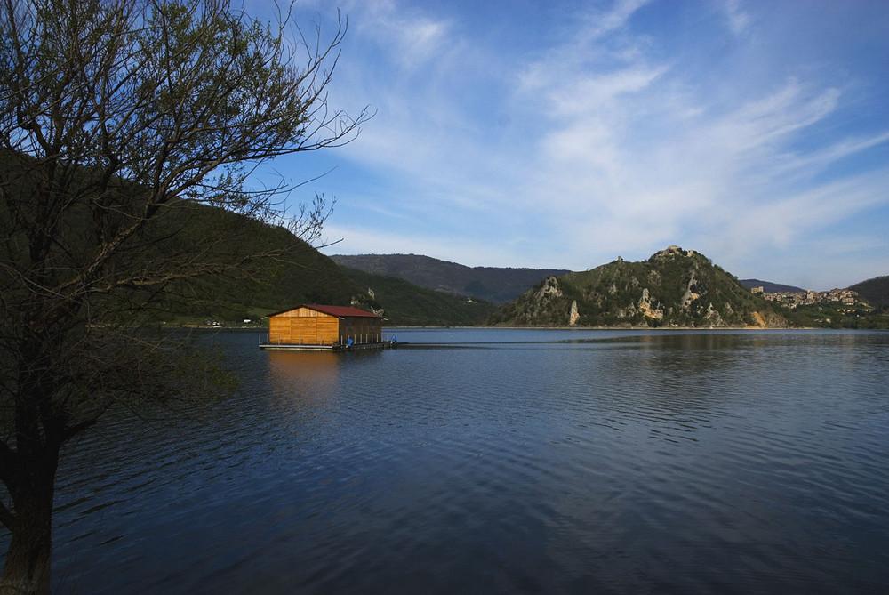 Rilassarsi sul lago