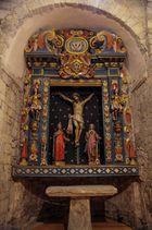 Rincones idílicos de montaña ( Altar policromado lateral Santa Maria d'Artíes Lleida Catalunya )