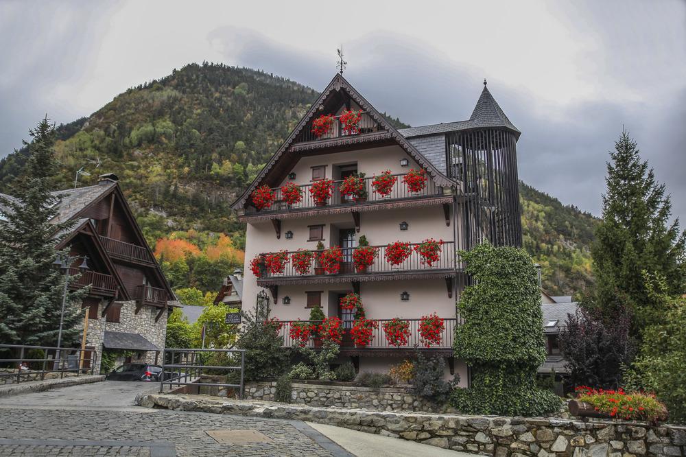 Rincones idílicos de montaña ( Artíes Val d'Aran Lleida Catalunya )