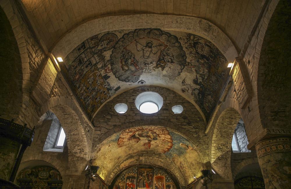 Rincones idílicos de montaña ( Pinturas Románicas Santa Maria d'Artíes Lleida Catalunya )
