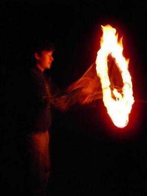 Ring of Fire - Devil Sticks bei Nacht