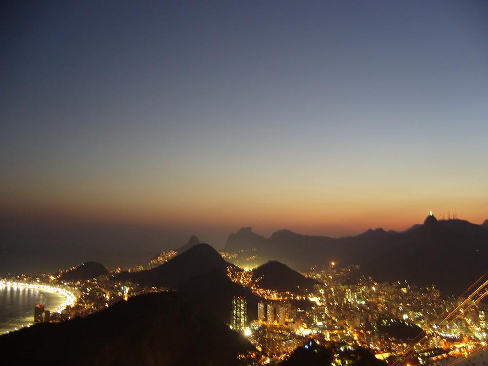 Rio de Janero bei Nacht vom Zuckerhut