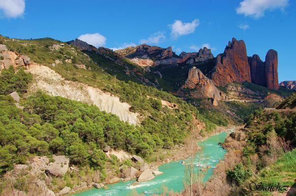 Rio Gallego y mallos de Riglos.