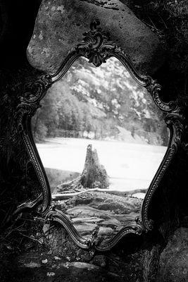 ritratto di vecchio specchio che riflette