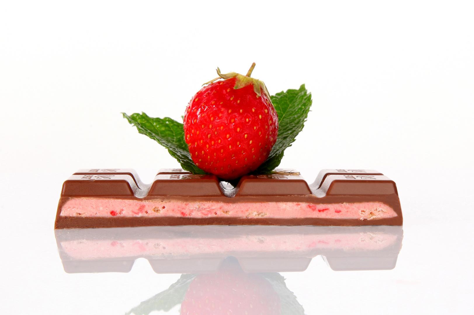 Ritter Sport..Erdbeer-Joguhrt..Omnomnom (: