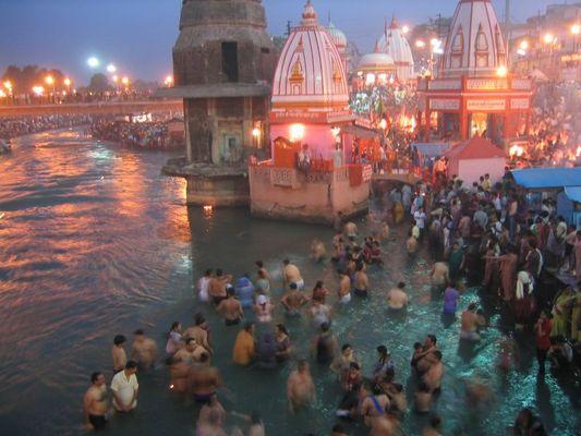 Rituelle Waschung in Haridwar