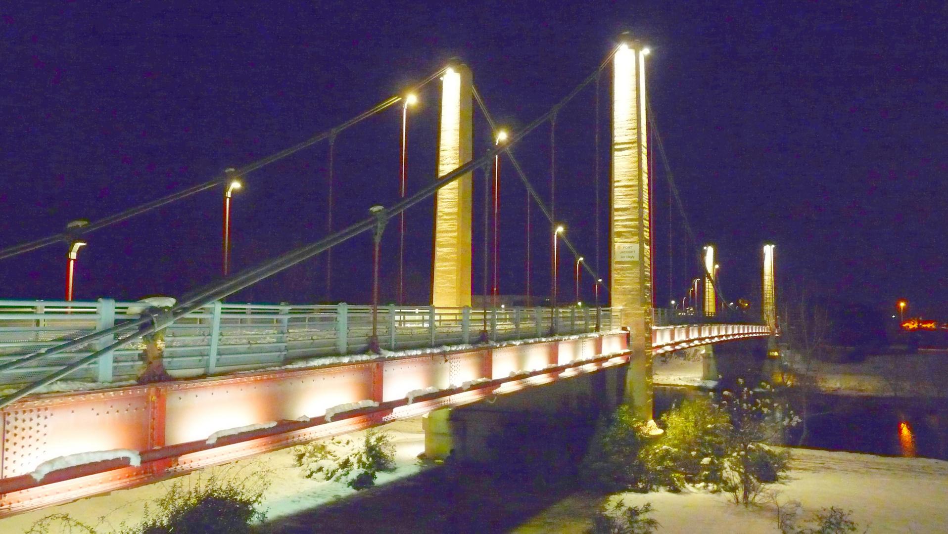 RIVESALTES le pont la nuit sous la neige