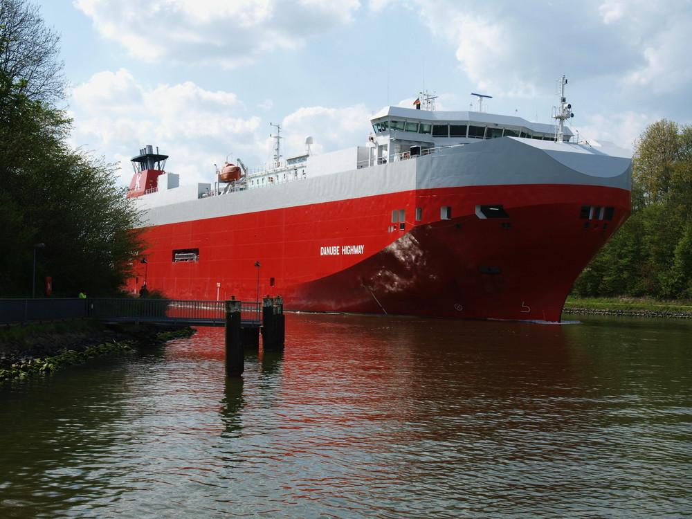 RO RO Schiff DANUBE HIGHWAY auf dem Nord-Ostsee-Kanal