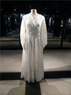 Robe de mariée en toile de parachute (Mémorial de Caen)
