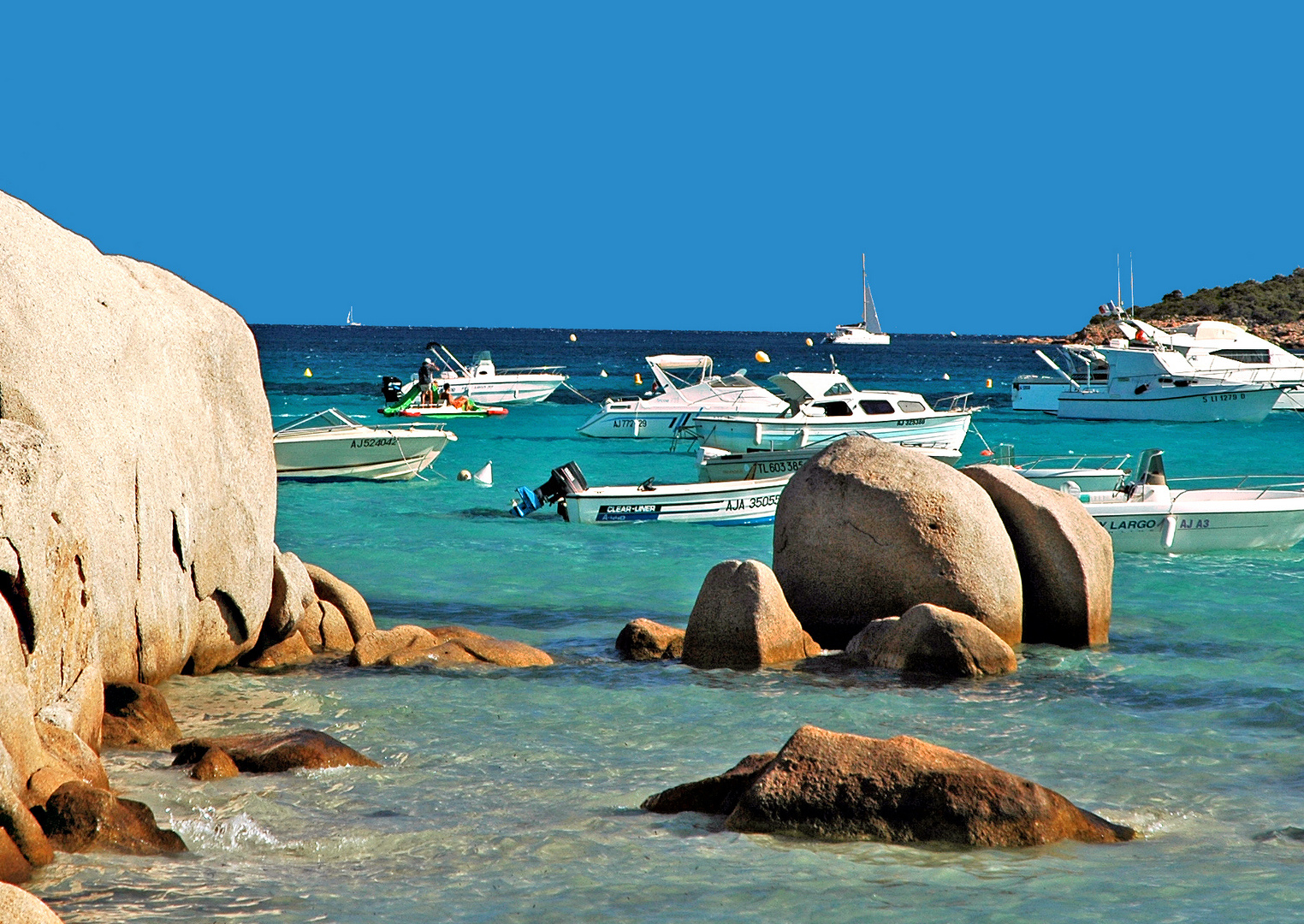 Rochers de la plage de Santa Guillia (Corse)