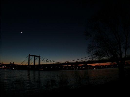Rodenkirchener Brücke im Sonnenuntergang