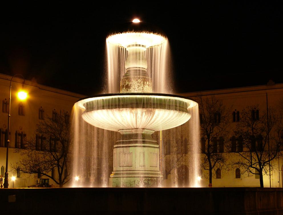 Römischer Brunnen vor der Universität in München