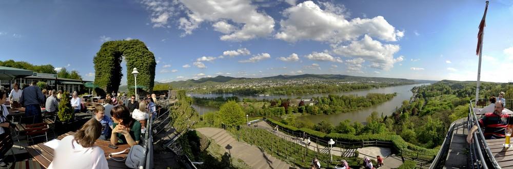 Rolandsbogen bei Bonn mit Siebengebirge und Rheintal