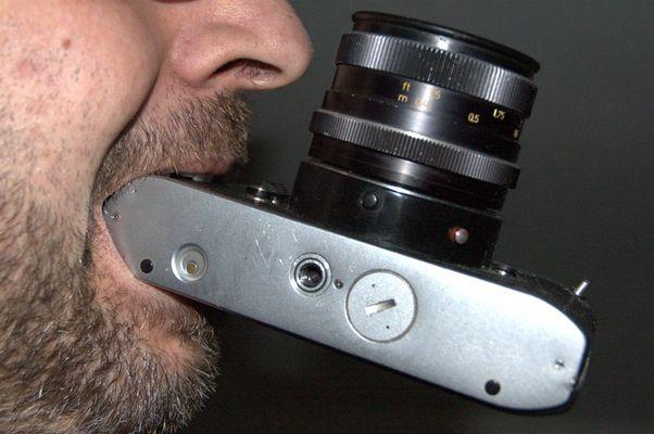 Rolleiflex in Zähne gesetzt :)