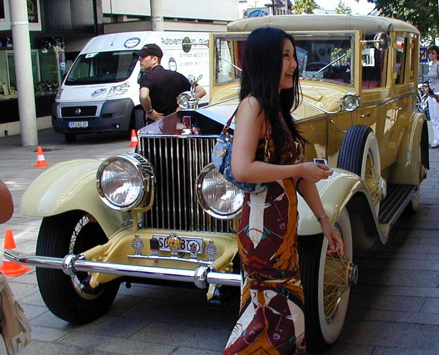Rolls Royce mit Lady