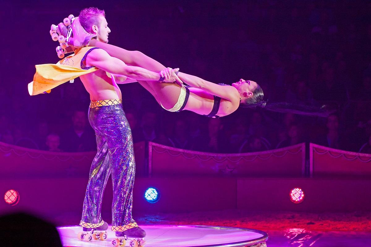 Rollschuhartisten im Zirkus Charles Knie