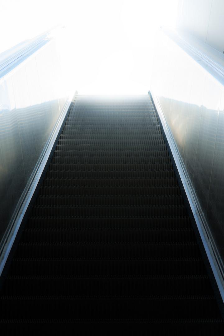 Rolltreppe ins Licht