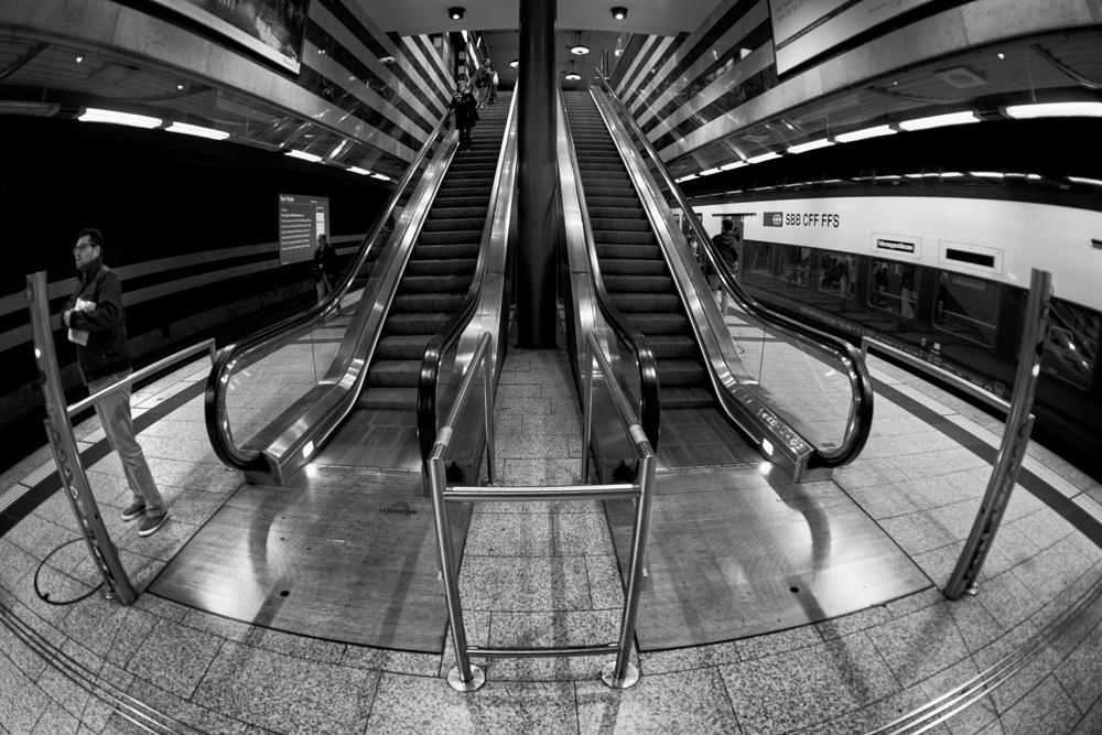Rolltreppen im S-Bahnhof Zürich