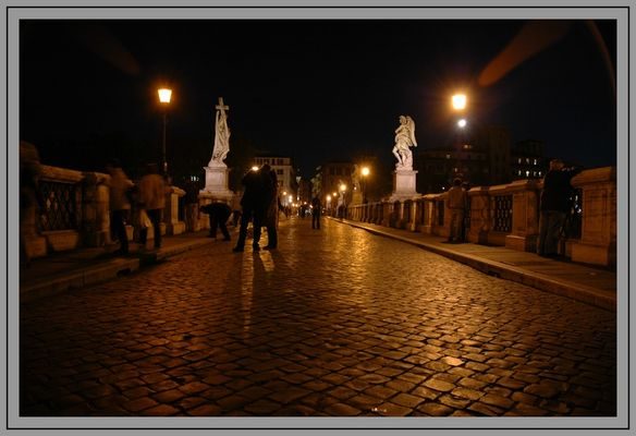 Rom - Engelsbrücke in der Nacht