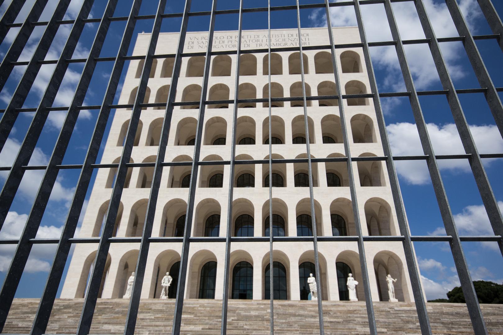 Rom EUR: Hinter Gittern