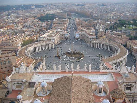 Rom im Dezember (Blick von der Kuppel des Petersdoms auf Petersplatz und Via della Conciliazione)