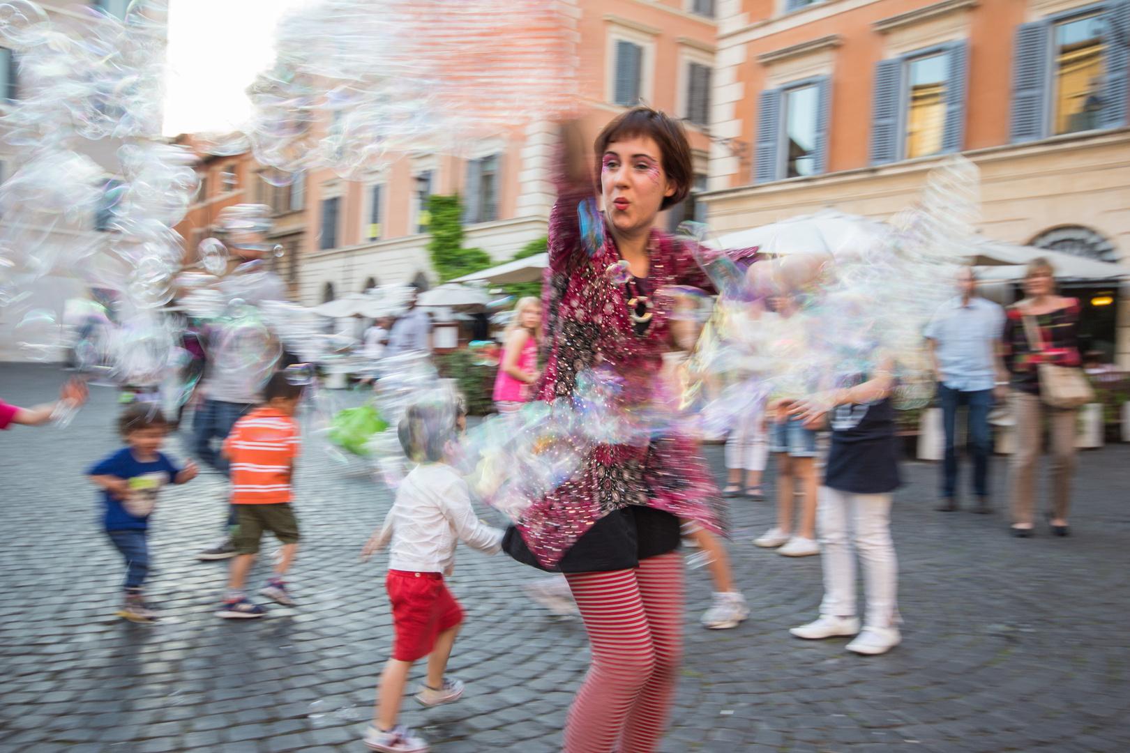 Rom Kinderunterhaltung vor Santa Maria in Trastevere