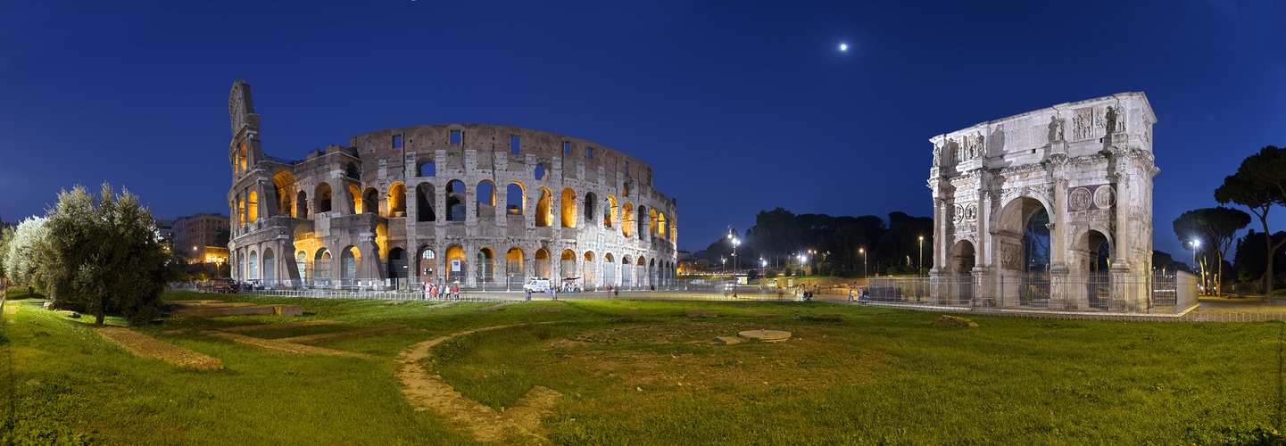 Rom Kolosseum und Konstantinbogen beleuchtet Panorama HDR