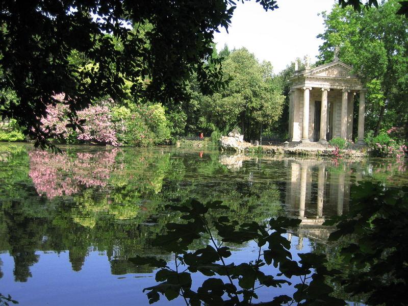 Roma, giardini di Villa Borghese, estate 2006