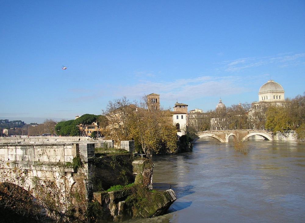 Roma: Ponte Rotto il giorno dopo la piena.
