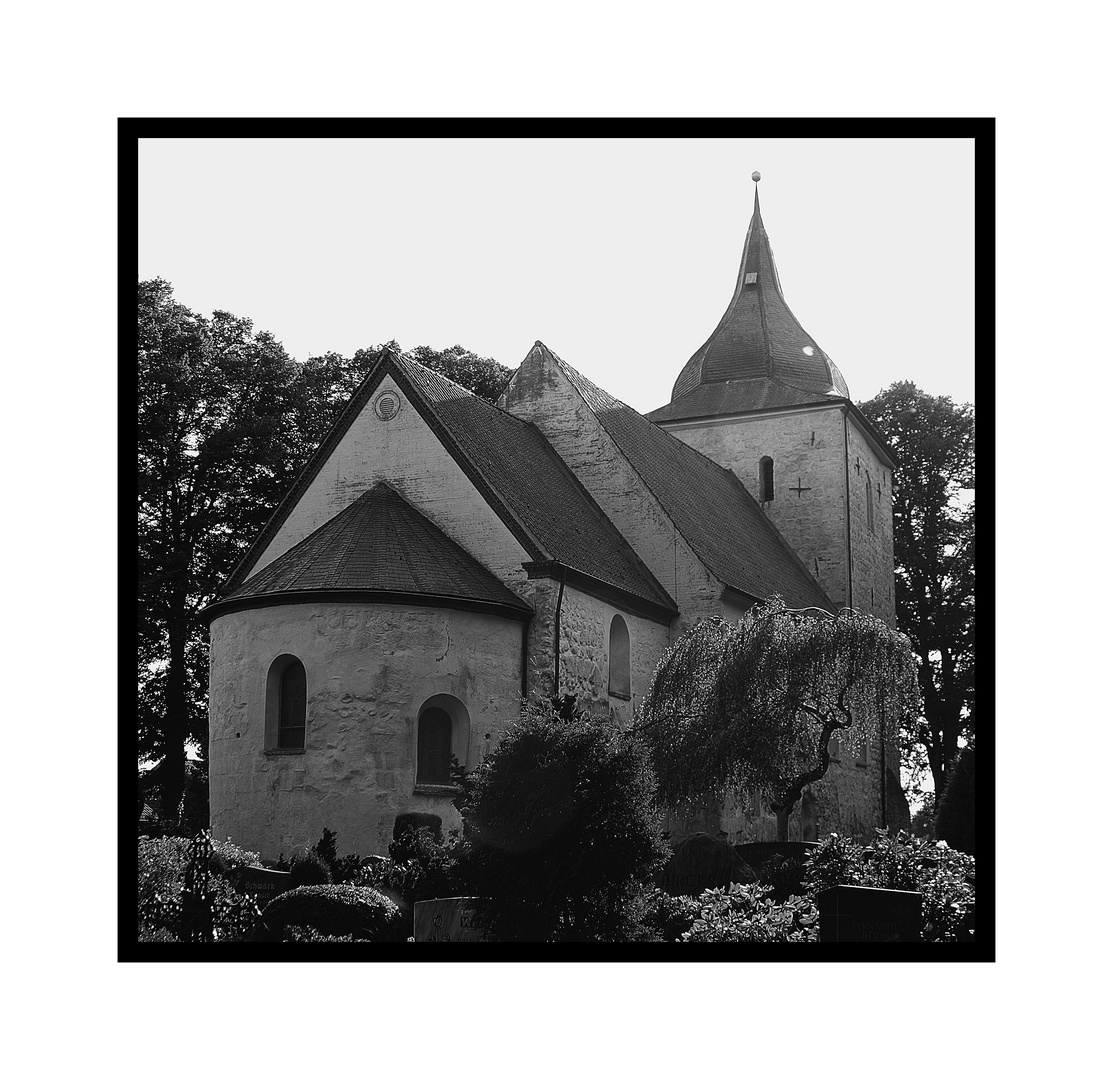Romanische Kirche St.Petri in Bosau am Plöner See