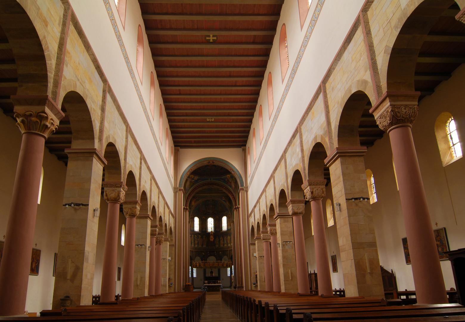 romanischer Innenraum: Langhaus St. Godehardt, Hildesheim