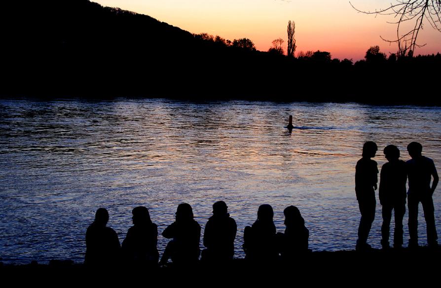Romantischer Abend am Rhein