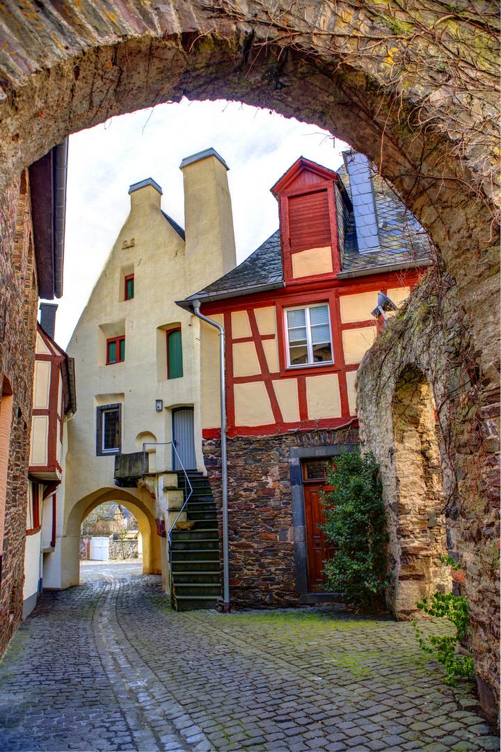 Romantisches Tor am alten Rathaus Fankel
