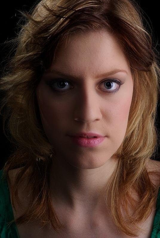 Romina Portrait lk