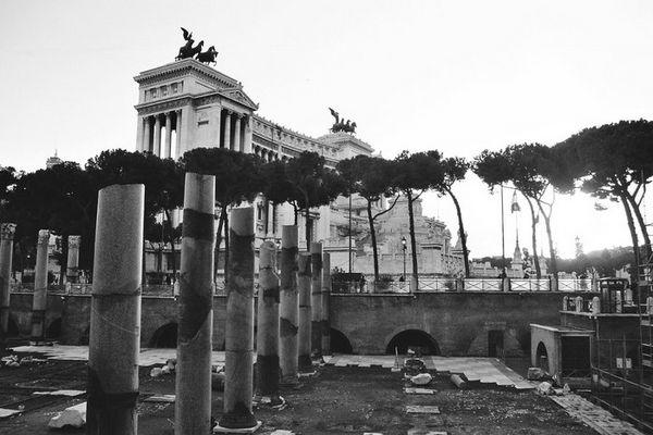 Roms Schreibmaschine - Gebiss einer alten Lady