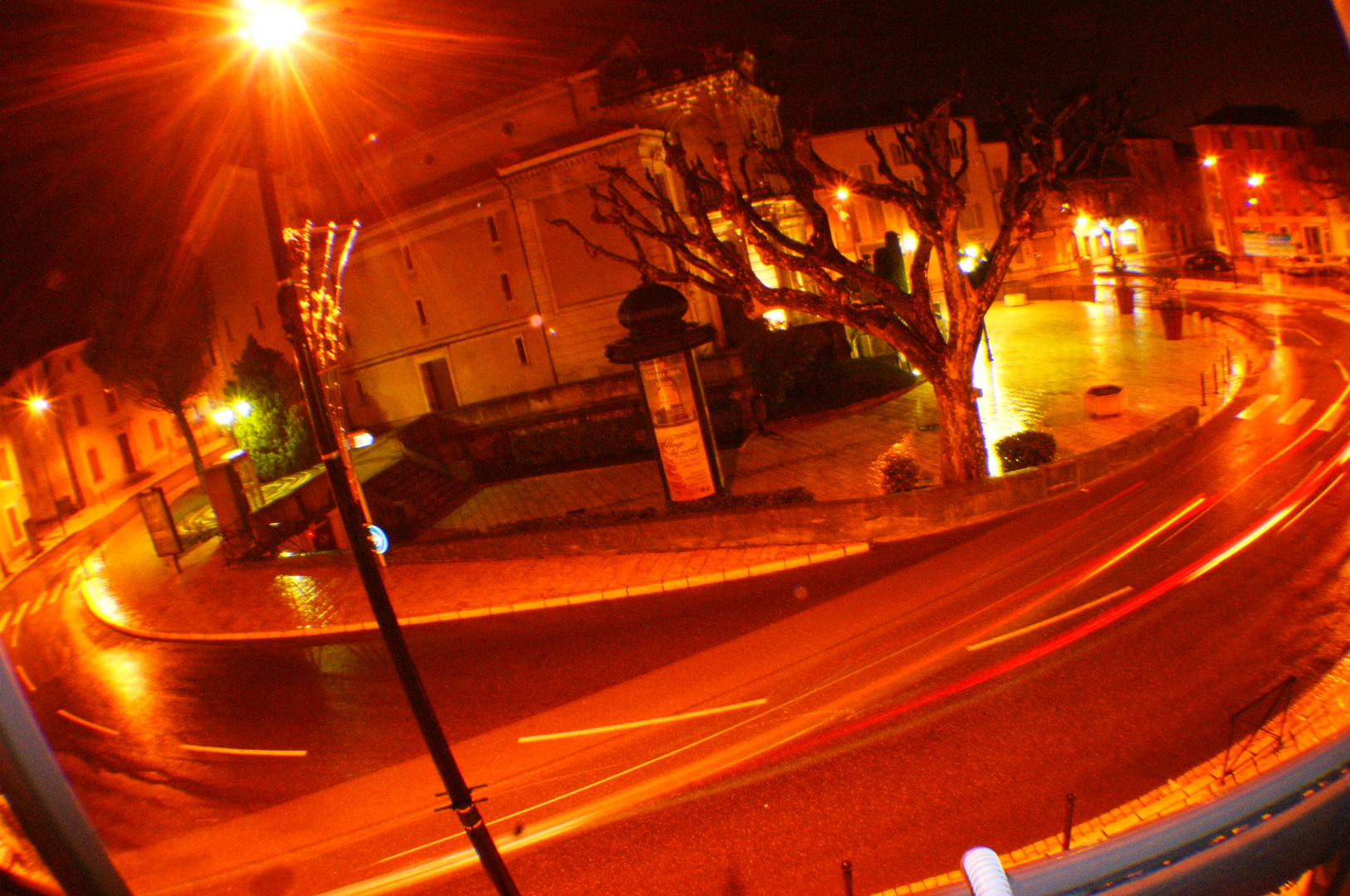 Rond-point by night