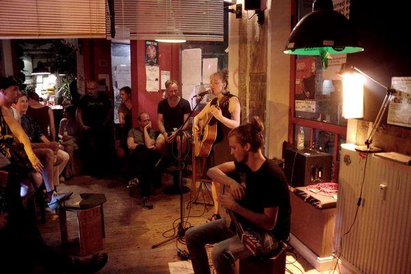 Roods and Reeds in der Jupi Bar 3