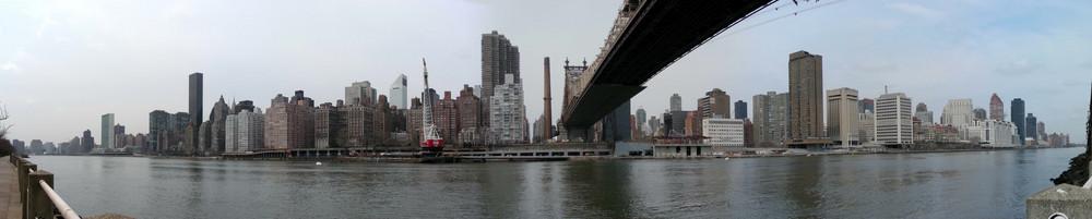 Roosevelt Island - Queensbourogh Bridge Blick nach Manhattan