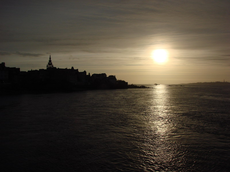 Roscoff Black and sun one minute more...