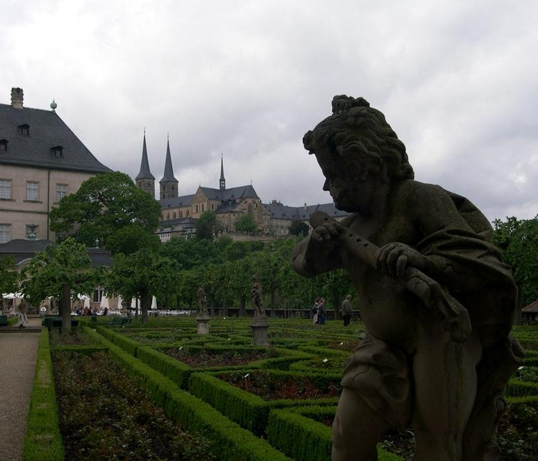 Rosengarten Blick zum Kloster St. Michael