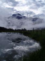 Rosengarten in Wolken