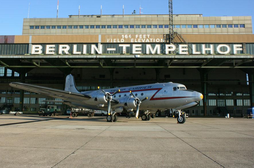 rosinenbomber in berlin tempelhof foto bild luftfahrt oldtimer flugzeuge verkehr. Black Bedroom Furniture Sets. Home Design Ideas